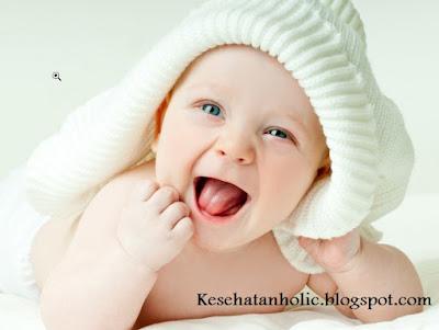 Bahaya Ciuman Lidah Pada Bayi