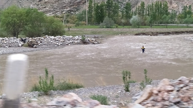 A Tajik teenager wades across the Ak-Suu/Isfarinka river to bring back a cow that has gone to graze on Kyrgyz land. The river marks the border between Kyrgyzstan and Tajikistan, but residents of border villages only cross it in search of livestock (Image: The Third Pole)