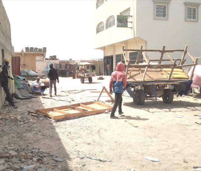 المنطقة الحرة تقوم بحملة على الباعة الصغار و تحتجز طاولاتهم - صور