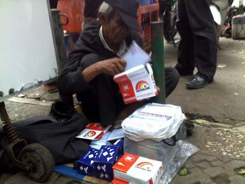 kakek-penjual-amplop-3 Kisah Inspiratif-Kisah Kakek Penjual Amplop Cerita Inspirasi Cerita Islami Cerita Mengharukan Inspiratif