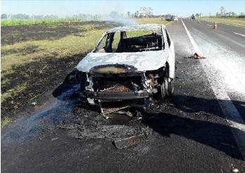 Veículo pega fogo durante trajeto na Rondon