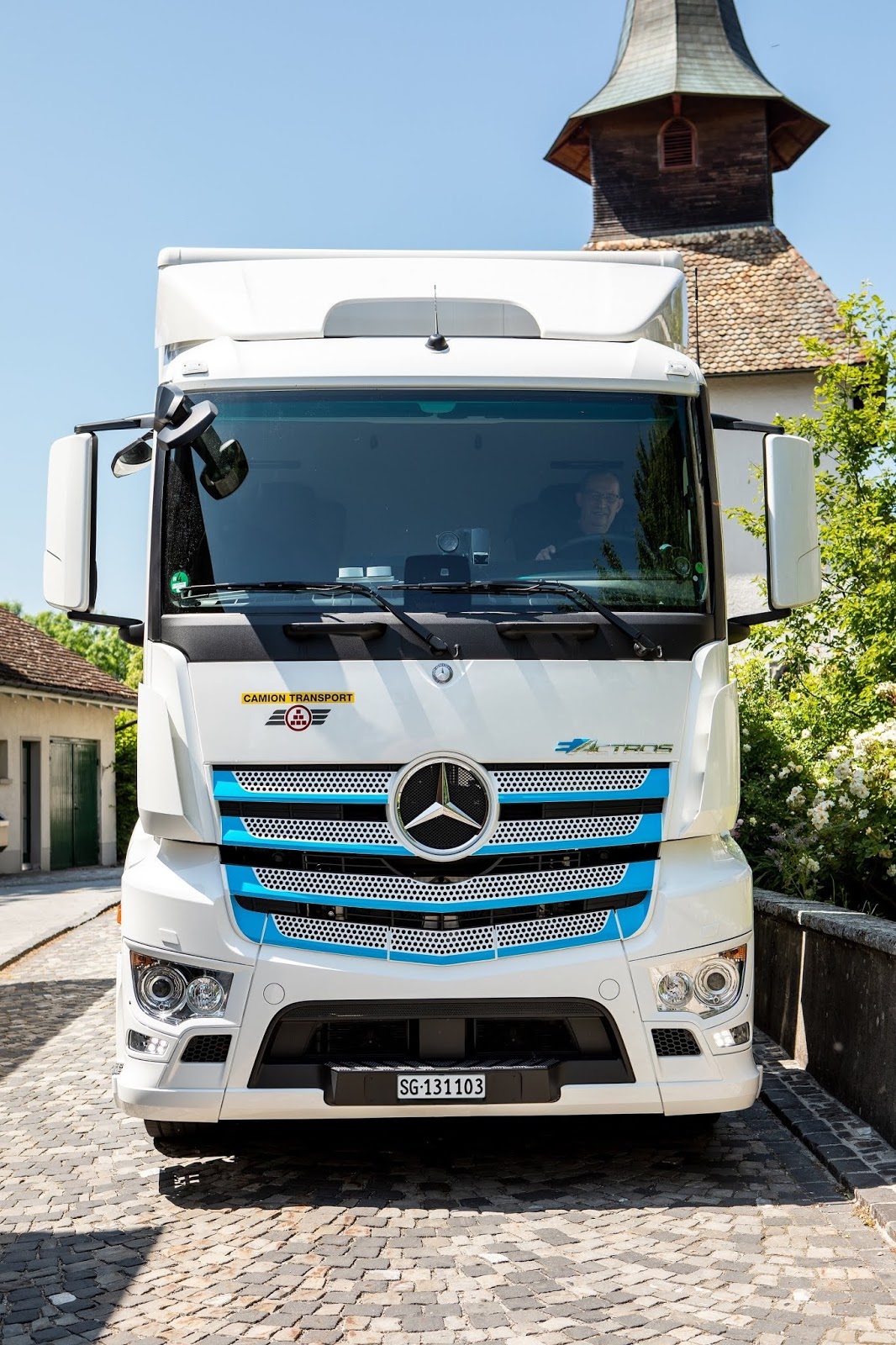 Mercedes-Benz Started Testing The Two Fully Electric Truck eACTROS In Switzerland | VANDI4U