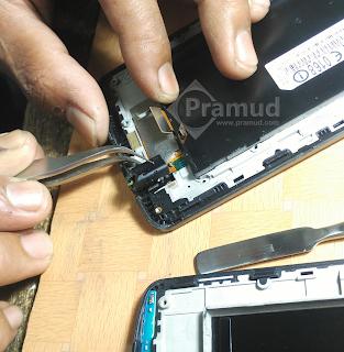 cara melepaskan / copot jack port audio hp LG G3 - pramud blog