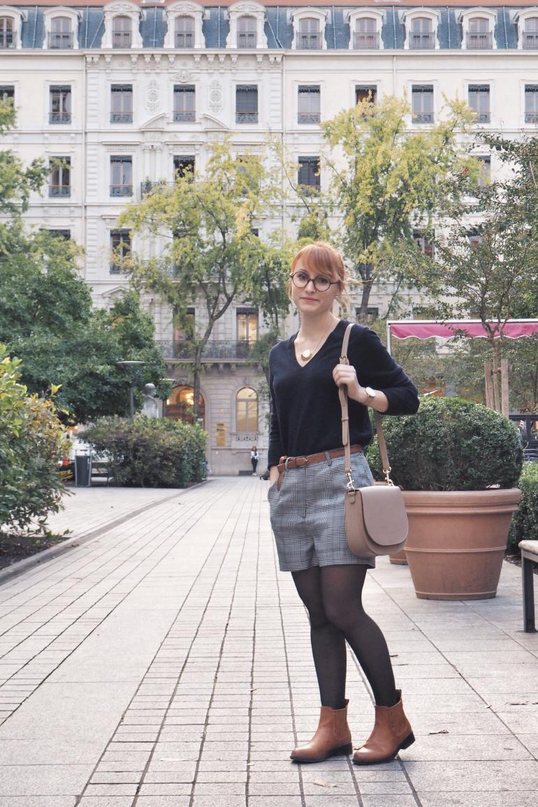 Inspiration mode d'automne : pull en cachemire, short prince de galles et low boots