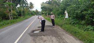 Rawan Laka Lantas di Jalan Nasional Poros Bone -Makassar, Personel Sat Lantas Polres Bone Lakukan Survey