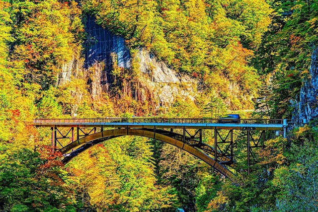 Cross the sacred volcano in Japan in the fall