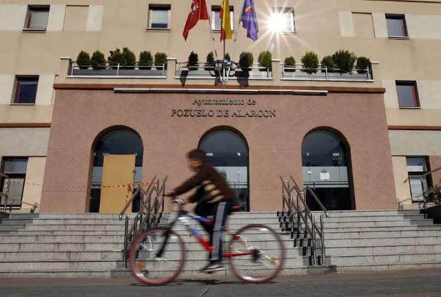 http://www.msn.com/es-es/dinero/economia/pozuelo-repite-como-la-ciudad-m%C3%A1s-rica-y-torrevieja-como-la-m%C3%A1s-pobre/ar-BBqbB9Y?li=AAav8jx&ocid=mailsignout
