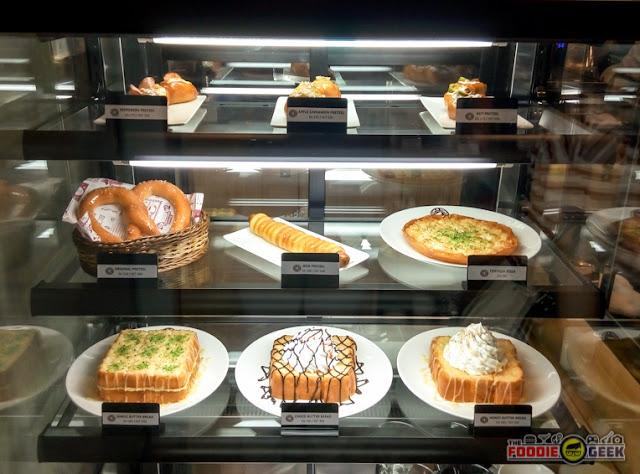 Tom N Toms Coffee Manila, pastries