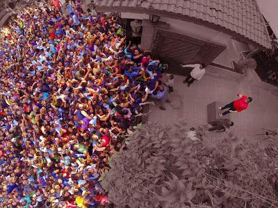 fans waiting for Amitabh Bachchan outside his Juhu residence Jalsa