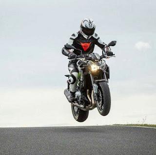 balapan Kawasaki Z900