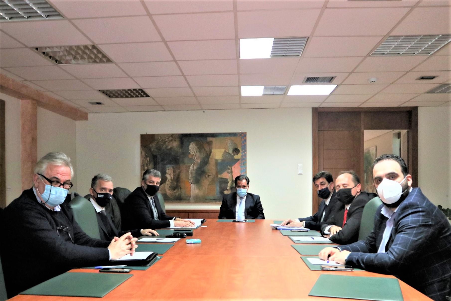 Συνάντηση Μωραΐτη με Γεωργιάδη – Τι ζήτησαν τα Επιμελητήρια