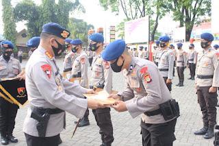 11 Personel Batalyon C Pelopor Terima Penghargaan dari Kapolda Sulsel