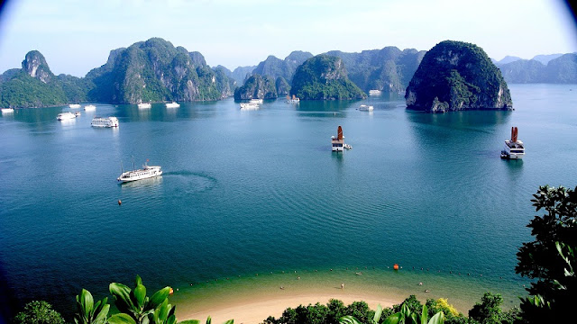 Ha Long Bay – one of the UNESCO World Heritages