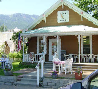 Adorable folkish storefront of The Gingerbread House bakery in Leavenworth Washington