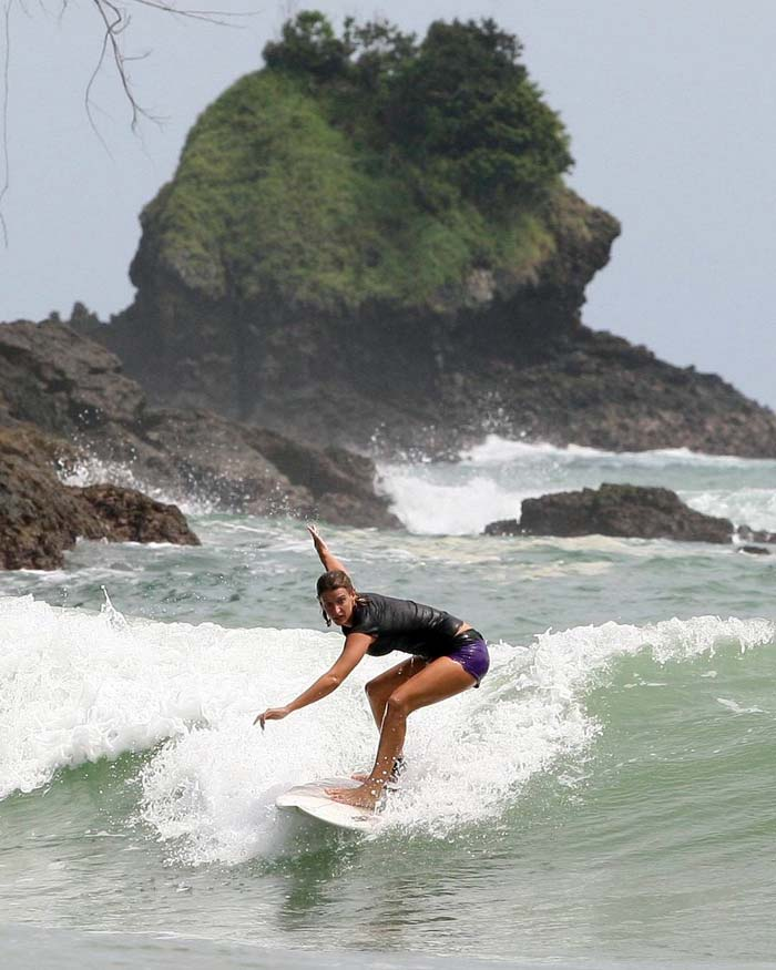 Fasilitas Wisata di Pantai Wedi Awu Malang