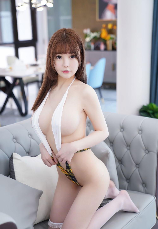 UU Jiang, Foto Panas Model Asal China yang Tersebar