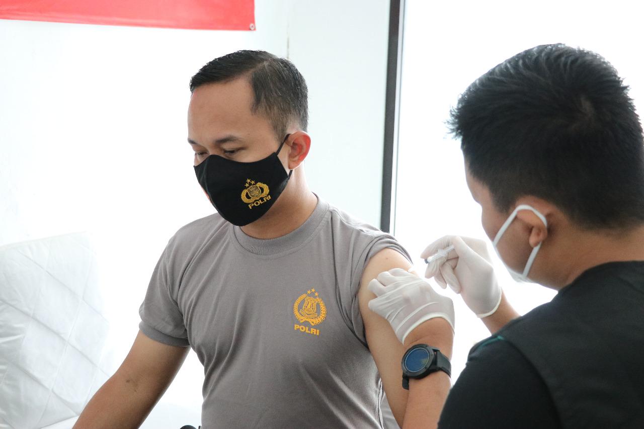 Vaksin Tahap Dua Kapolres Kebumen Merasa Semakin Sehat
