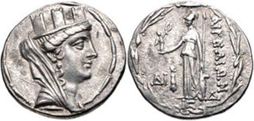 Ασημένιο νόμισμα των Αιγών της Κιλικίας, 120 π.Χ. στον οπισθότυπο η Αθηνά Παρθένος με την Νίκη