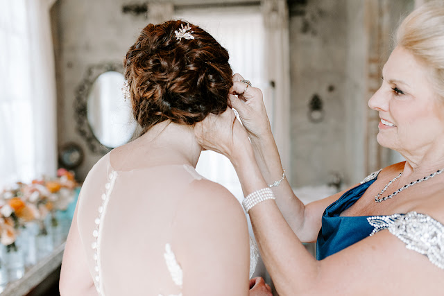 Olde Dobbin Station_Thorn Floral Studio_Woodland Weddings_Makeup by Keri Ann