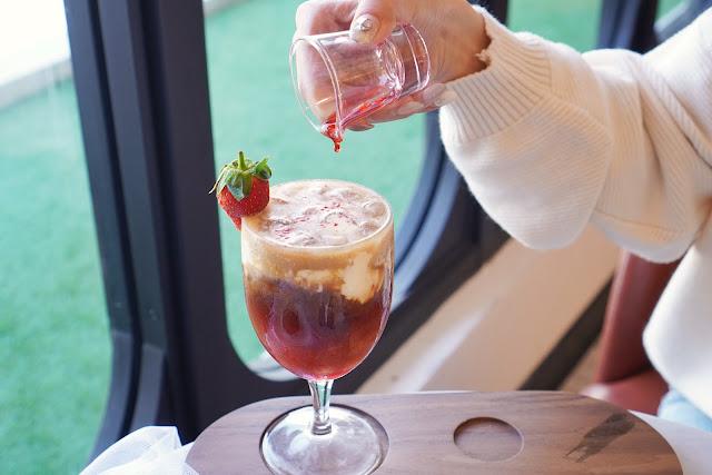 台南安平區美食【卡啡那 台南市府店】餐點介紹-雪蓋草莓咖啡
