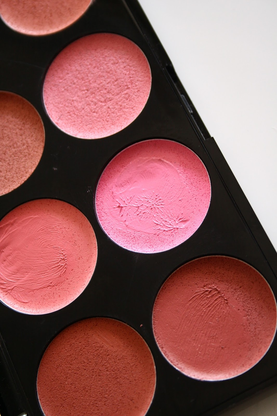 Palette of blushers
