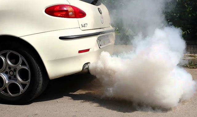 what cause blue smoke from car exhaust