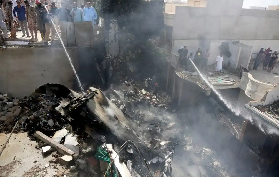 Breaking: Many feared kiIIed as a Pakistan plane carrying over 100 people, crashed