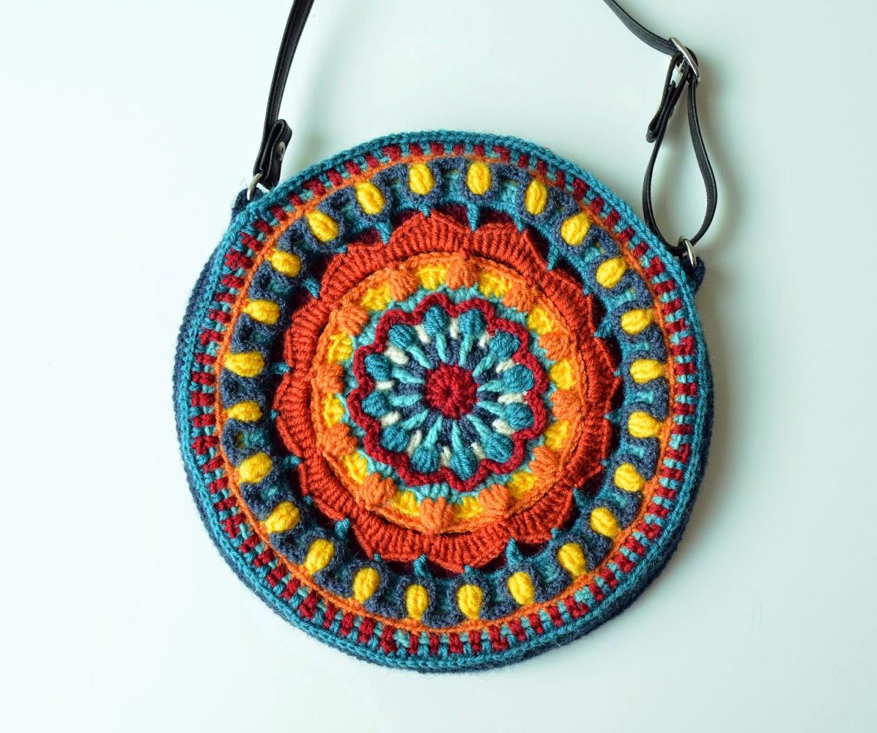 Round crocheted bag