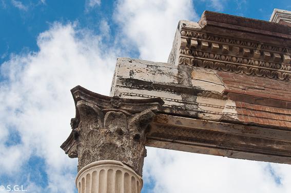 Detalle columna Pompeya, cerca Napoles