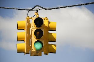 هل فكرت يومًا في سبب ألوان إشارة المرور؟