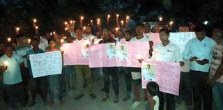 पीड़ित को न्याय दिलाने के लिये ग्रामीणों ने निकाला कैंडल मार्च    #NayaSaberaNetwork