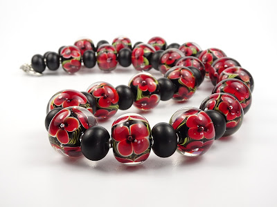 Glass bead floral necklace
