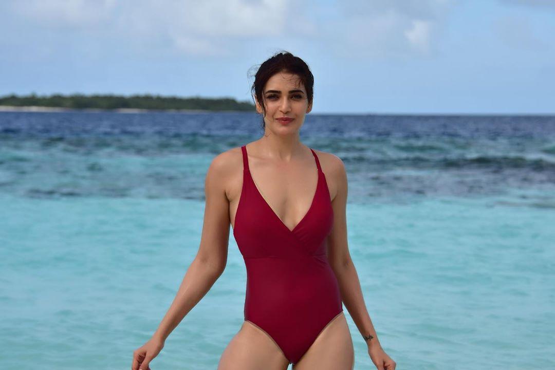 Karishma Tanna Hot in Bikini