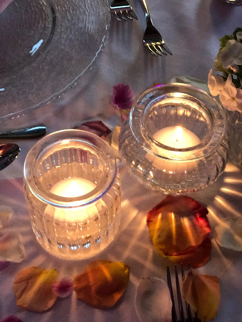 floating candles,  shades of raspberry and apricot, lake-side wedding in the Bavarian mountains, Garmisch-Partenkirchen, Germany, wedding venue Riessersee Hotel, wedding planner Uschi Glas, getting married abroad