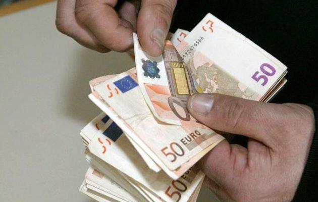 Μπαράζ πληρωμών μέχρι τις εκλογές: Επιδόματα και πρόωρη καταβολή των συντάξεων