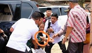 Wiranto saat ditusuk orang tak dikenal