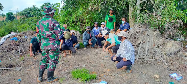 Babinsa Zulkifli Memotivasi Warga dan Anggota Satgas TMMD Kodim 0316/Batam