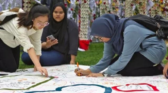 Beri Penghormatan Kepada 50 Muslim, Pelajar di Christchurch Bacakan Doa