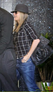 Jennifer Aniston going outL