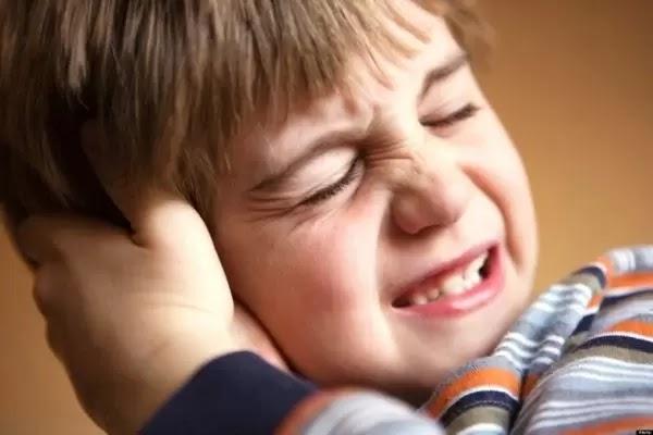 Các Dấu Hiệu Triệu chứng để nhận biết mình bị viêm tai giữa
