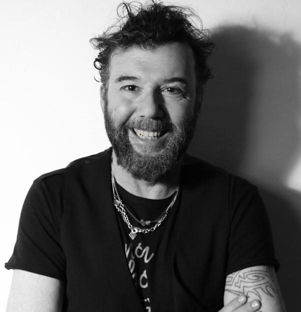 Paolo Vallesi festeggia trent'anni di carriera e pubblica il nuovo singolo 'Giovane per sempre'