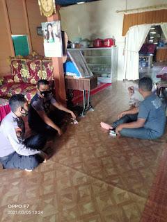 Quik Respon, Personil Polsek Sajoanging Mendatangi Rumah Korban Pencurian