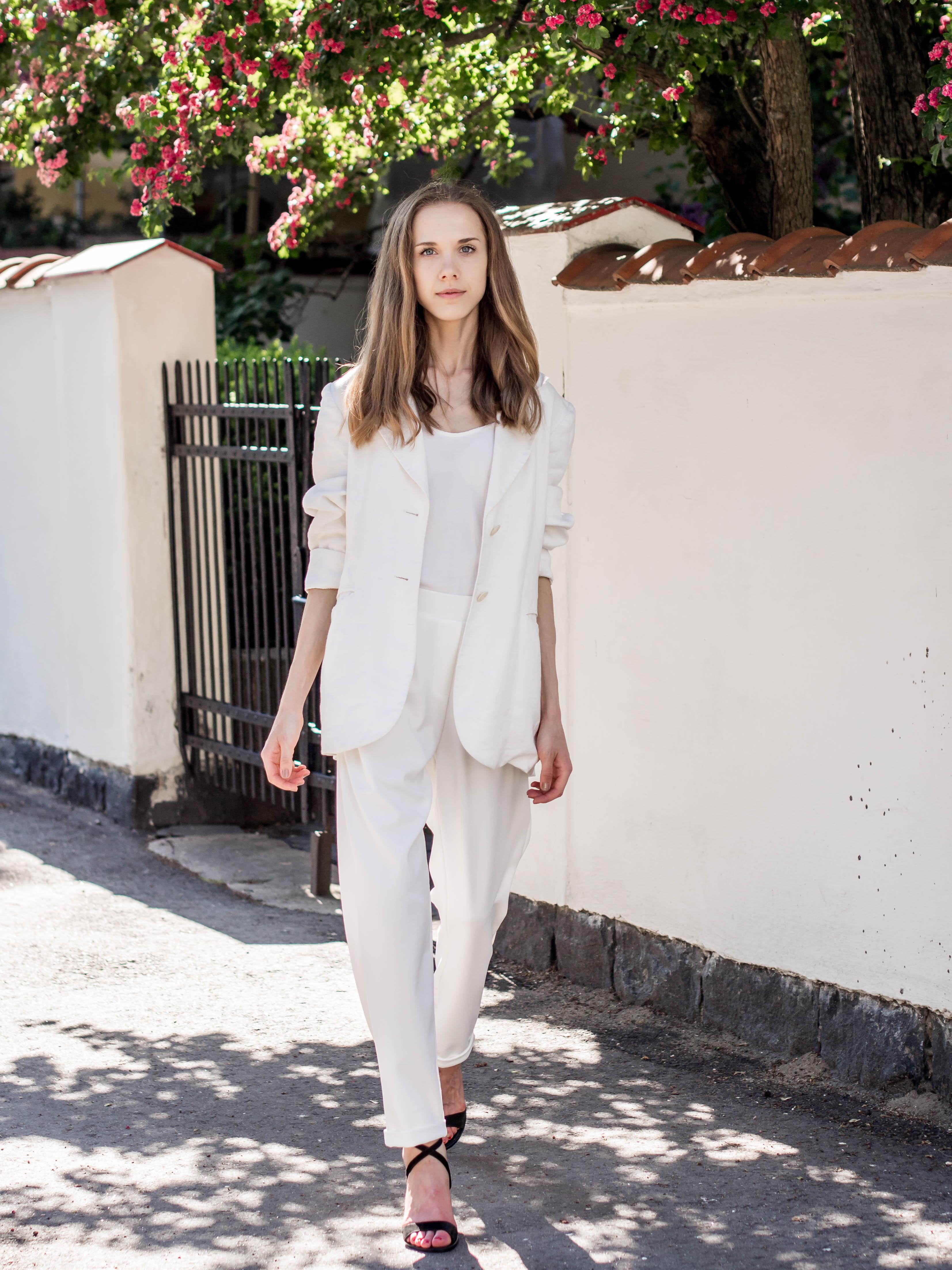 White suit outfit for women - Valkoinen housupuku kesän juhliin