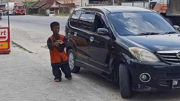 Kisah Oka, Juru Parkir yang Sisihkan Penghasilan buat Pembangunan Musala