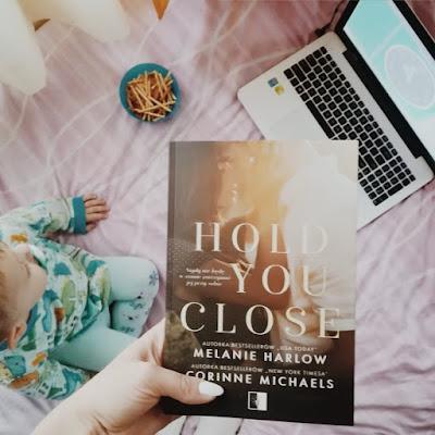 Hold you close - Melanie Harlow,Corinne Michaels