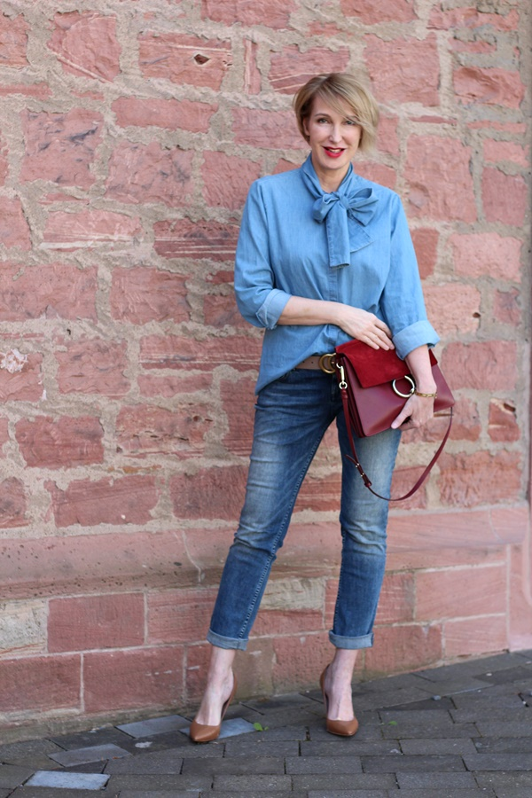 All-over-Jeans-Look mit Schluppenbluse