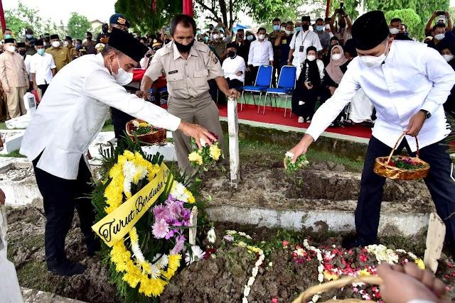 Pemakaman Adik Gubernur Edy Rahmayadi Berlangsung Khidmat