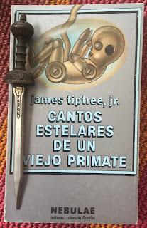 Portada del libro Cantos estelares de un viejo primate, de Jame Tiptree, Jr.