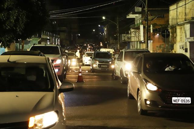 Segundo drive-thru noturno vacinou quase duas mil pessoas em Porto Velho