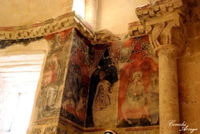 Bellos frescos, de intensos colores en el interior de la iglesia romanica San Miguel de San Esteban de Gormaz